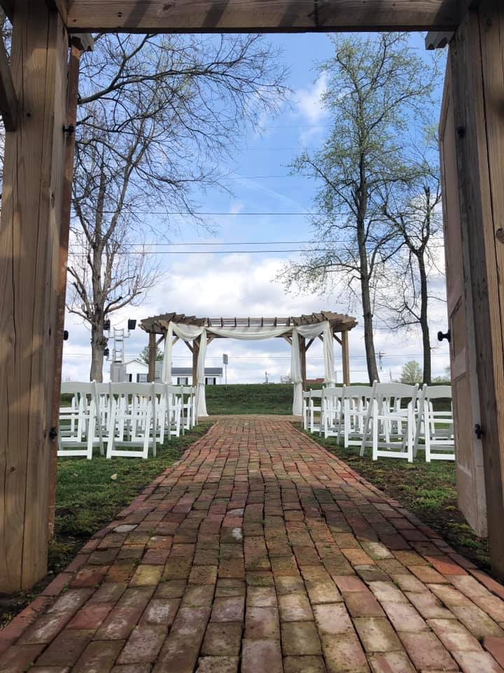 wedding at grand victorian inn near mammoth caves, KY